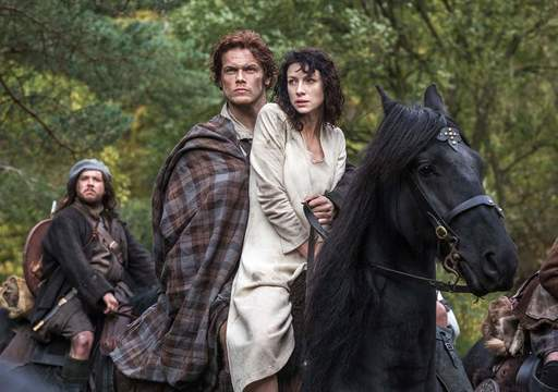 """Catriona Balfe and Sam Hueghan star in \""""Outlander\""""."""