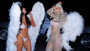Thumb_kardashians-victoria-secret-angels-halloween-costumes