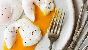 Thumb poached eggs 9